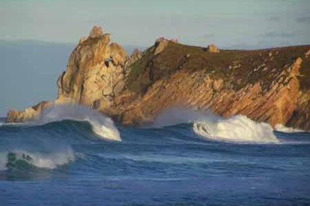 Oleaje en la Playa de Navia en Asturias