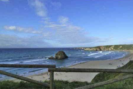 La playa de Penarronda entre los concejos de Castropol y Tapia de Casariego en Asturias
